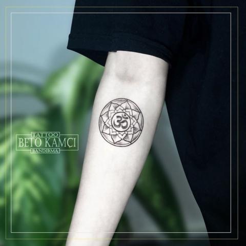 Om Sembolü Dövmesi - Om Tattoo