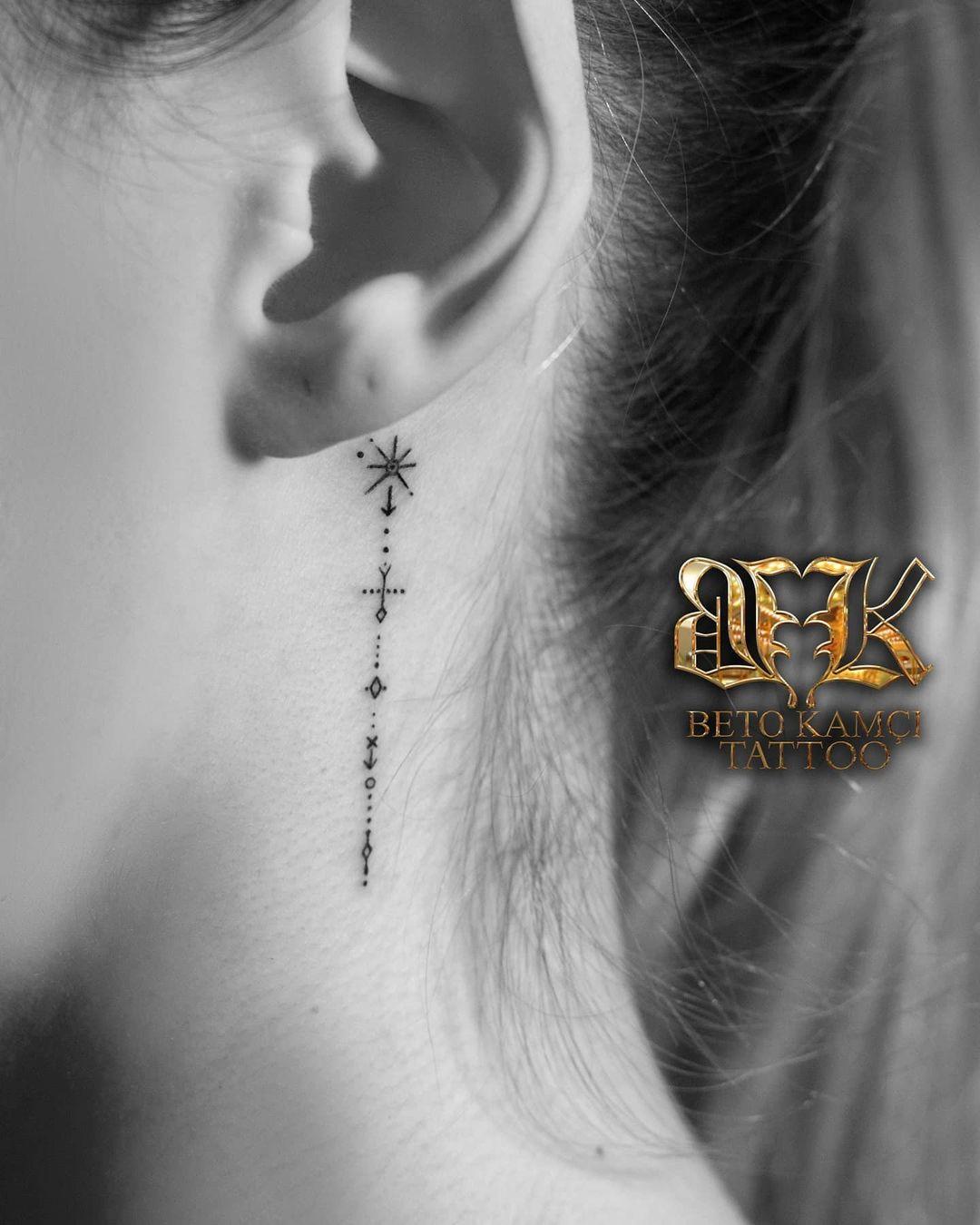 Kulak Arkası Nokta Dövmesi - Back of Ear Dot Tattoo